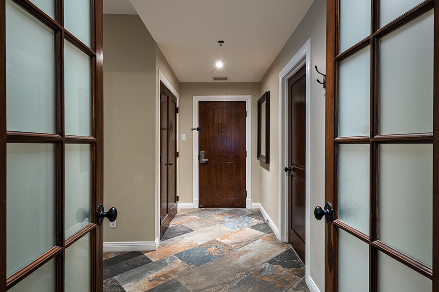 4 Bedrooms - Entrance